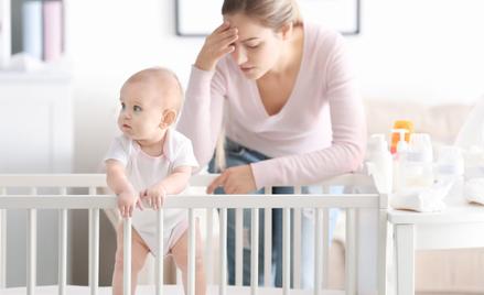 Presja społeczna, by być szczęśliwą mamą, wywołuje silne napięcie i zwiększa ryzyko depresji