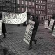 """Demonstracja członków Ruchu """"Wolność i Pokój"""" w 1988 r. we Wrocławiu"""