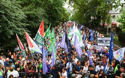 Węgrzy wyszli na ulice. Protest przeciw inwigilacji