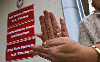 Administracja publiczna musi dostosować się do potrzeb głuchoniemych