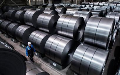 ArcelorMittal sprzedaje, by kupić Ilvę