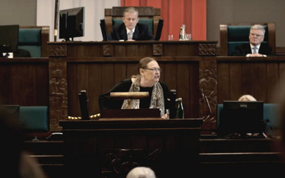 """Iwona Bielska jako Krystyna Pawłowicz w """"Polityce"""" Patryka Vegi"""