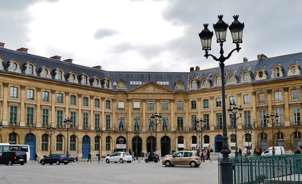 Przy Place Vendome swoje butikimająsłynne marki luksusowe.