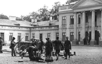 Zamach majowy. Żołnierze marszałka Piłsudskiego przed Belwederem.