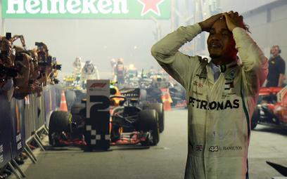 Formuła 1: Hamilton umacnia się w Singapurze