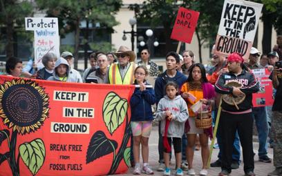 Władze tłumią protest Indian przeciw budowie ropociągu
