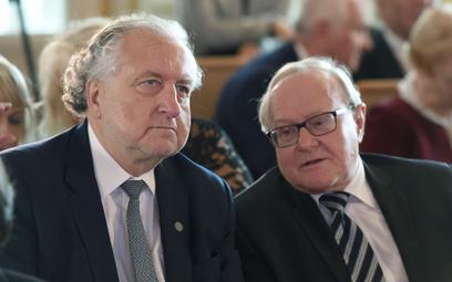 Były prezes Trybunału Konstytucyjnego Andrzej Rzepliński (L) oraz były wiceprezes TK Stanisław Biern