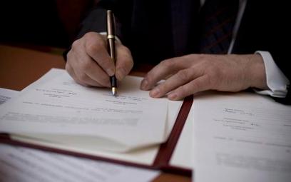 Firma musi informować, czy nie stosuje niedozwolonych klauzul