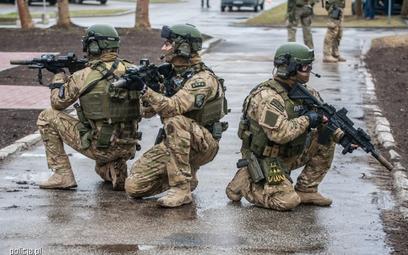 Operatorzy policyjnych jednostek kontrterrorystycznych. Fot./Policja.