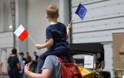 Zdecydowana większość respondentów w referendum opowiedziałaby się za obecnością Polski w UE