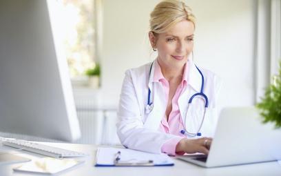 Lekarz na podatku liniowym może być kierownikiem przychodni
