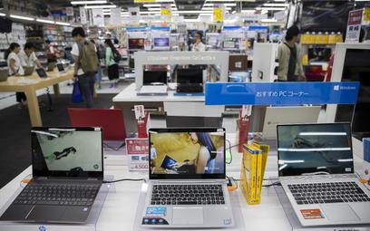 W Polsce siadła sprzedaż komputerów. Zaskakujący hit
