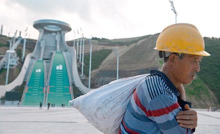 Prace na skoczniach w Zhangjiakou. Zimowe igrzyska w Pekinie rozpoczną się 4 lutego przyszłego roku