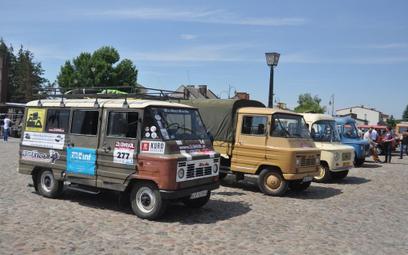 Na zakroczymskim rynku 10 czerwca zebrało się 66 zabytkowych Żuków i innych polskich samochodów dost