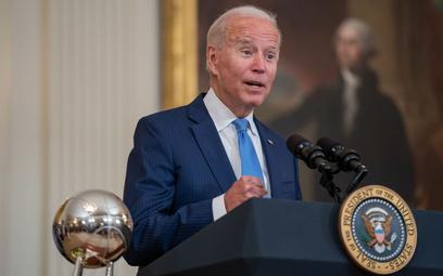 Biden wzywa pracodawców, by wymagali szczepień na COVID