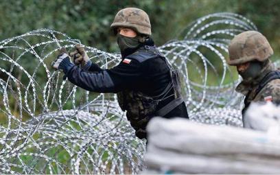Mur na granicy zastąpi siatkę. Powstanie bez przetargu, nie wiadomo, na podstawie jakich procedury a
