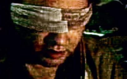 Fragment filmu przekazanego przez porywaczy. Uprowadzony amerykański przedstawiciel ONZ John Solecki