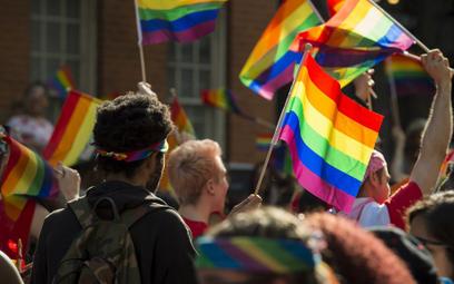 Amazonia w ogniu, gen LGBT. Jak nauka ustępuje polityce