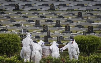 Koronawirus: Liczba zgonów zakażonych na świecie przekroczyła 4 mln