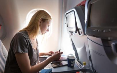 TSUE: linie lotnicze odpowiadają za przewrócenie się kubka z gorącą kawą