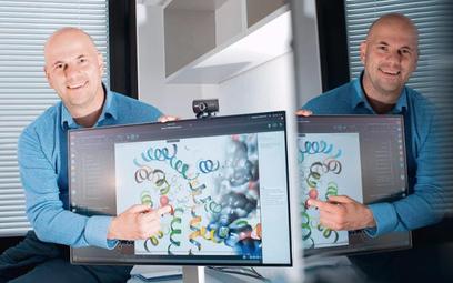 Prof. dr hab. Marcin Kołaczkowski prezentuje komputerowe modele oddziaływania cząsteczek leku na rec