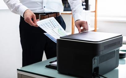 W erze koronawirusa drukarki zyskały drugie życie. Co kupują klienci?