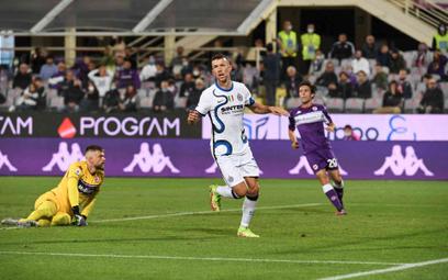 Ivan Perisić cieszy się z gola strzelonego Fiorentinie