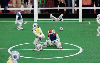 Roboty grają w piłkę. Sztuczna inteligencja na boisku