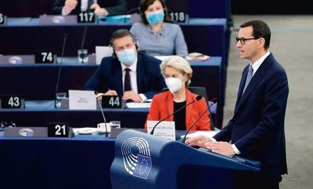 Premier Morawiecki chce przekierować dyskusję z praworządności na spór o prawnym porządku UE