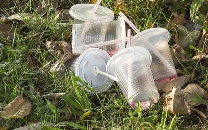 Władze Warszawy chcą zakazać plastikowych jednorazówek