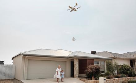 Sieć sklepów Walgreens chce dostarczać zakupy drogą powietrzną. Pomoże jej dronowe ramię Google'a –