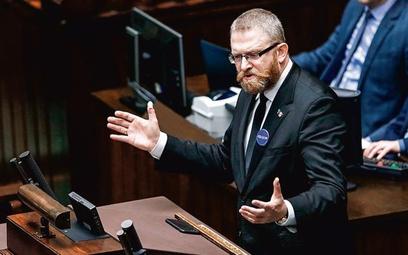 Grzegorz Braun zasłynął z wielu skandali, m.in. mówił do ministra zdrowia, że będzie wisiał
