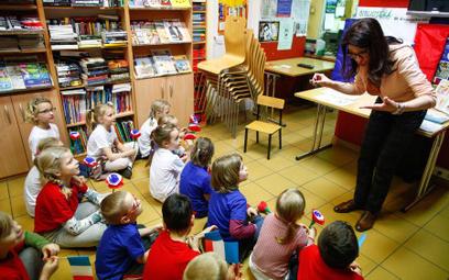 Do szkoły, czy przedszkola? - poradnik dla rodziców sześciolatków i siedmiolatków