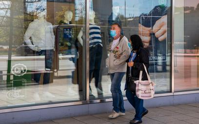 Rekordowy ruch w sklepach. Klienci szturmują galerie