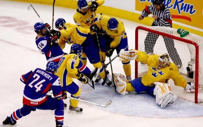 Szwedzi potrafią bić się podczas meczu hokejowego, ale nie z paniami