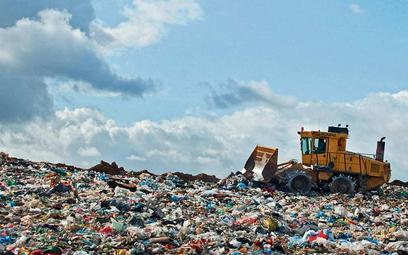 Plastikowe odpady można wykorzystać na wiele sposobów. W Polsce przerabianych jest ich zaledwie 10 p