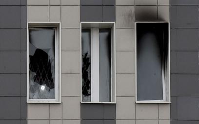 Ślady po pożarze na oddziale reanimacji w szpitalu w Petersburgu