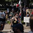 Pracownicy firmy protestują pod jego biurami