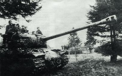 Czołgi 29. Brygady Pancernej 1. Frontu Ukraińskiego na stanowiskach nad Odrą, marzec 1945 r.