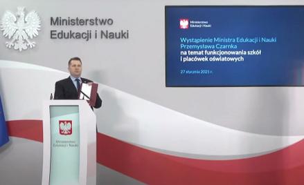 Przemysław Czarnek zapowiada, że uczniowie starszych klas na 99 proc. zostaną w domu