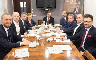 Goście debaty (od lewej): Maciej Szota z PGNiG, Tomasz Mrowczyk z PZU, Wiktor Janicki z Roche Polska
