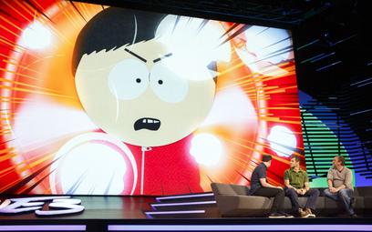 """Matt Stone, w środku, i Trey Parker, z prawej, twórcy """"South Park"""", podczas prezentacji gry wideo """"S"""