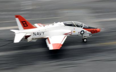 Teksas: Samolot US Navy rozbił się w terenie zabudowanym