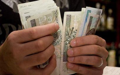 Duże różnice w wynagrodzeniach w samorządach