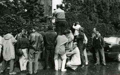 Wrzesień 1992 roku, dziennikarze przed domem Jaroszewiczów