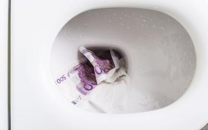 Szwajcaria: kto spuścił w toalecie dziesiątki tysięcy euro