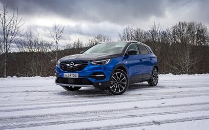 Opel Grandland X Hybrid4: SUV ładowany z gniazdka
