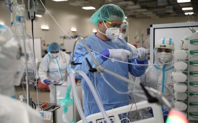 Koronawirus w Polsce. Liczba zgonów o ponad 20 proc. wyższa niż przed tygodniem
