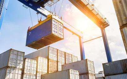 Eksport kolejny miesiąc rośnie. Import wychodzi z zapaści