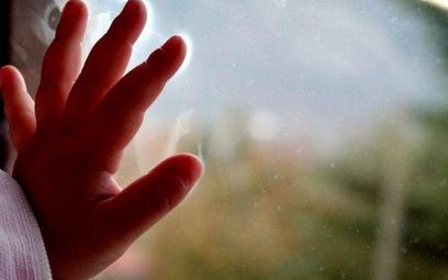 Sądy opóźniają rozpoczęcie procedury adopcyjnej